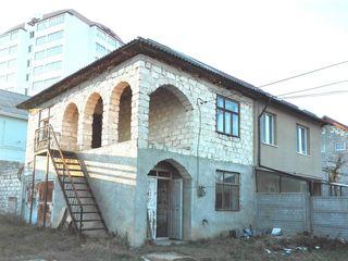 Jumatate de casa pe  4.2 ari, 2 nivele, toate comunicatiile. Ialoveni str. Moldova. Pret 25 000 euro