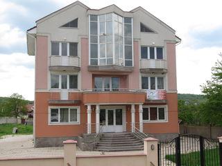 3-х этажный, элитный дом в центре Сынжеры по улице Кишинэулуй 32/2 на 36-ти сотках земли