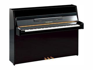 YAMAHA JU109 - pian tradițional acustic, 88 clape, pedală tip muffler, înălțime 109 cm