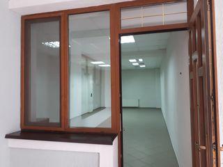 Сдается 40м2 офиса  с отоплением на первом этаже  в Центре. Отдельный вход!