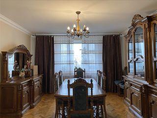 Apartament in chirie cu 5 camere!!!Riscanovca!!