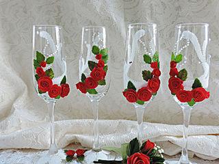 Decorez paharele pentru nunta cu flori din argila polimerica.