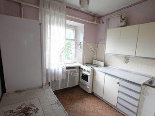 Spre vînzare apartament - 3 odăi - sectorul Centru - str. Serghei Lazo