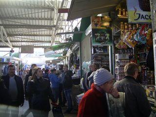 Торговый киоск на рынке в центре Бельц