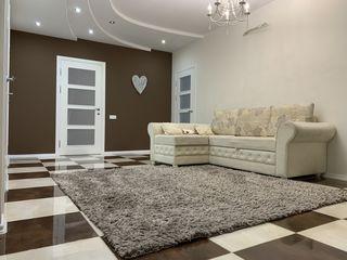 Ciocana, bulevardul Mircea Cel Batran, apartament 3 camere + living spatios!