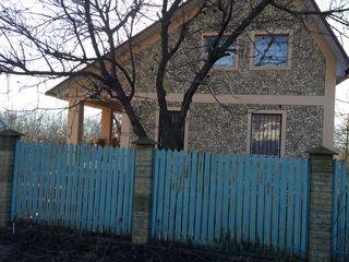 Продаётся летняя дача с бассейном в 20 км от Кишинёва. 124 m2 . 22000 евро.