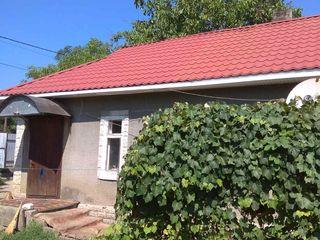 Продается дом 3 комн. По ул. И. Виеру. Есть водопровод, крыша металочерепица. Ровный участок. Цена