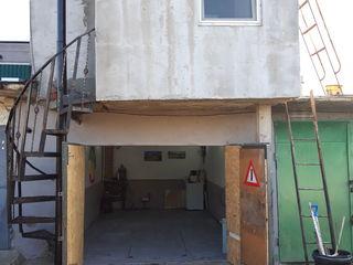 Vind garaj cu 3 nivele si mansarda sau schimb pe apartament.sau masina