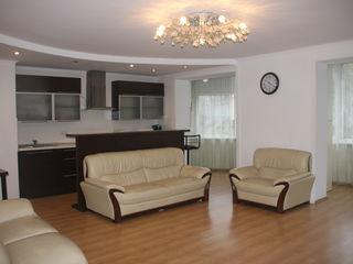 Apartament cu 4 odai cu euroreparatie ,la pret de 3 in Centru !