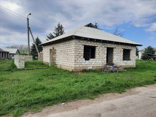 Срочно! Продам незавершенный дом 100 кв.м. на 8-ми сотках в с. Елизаветовка 12000 евро