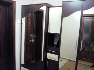 Vand apartament cu o camera, cladirea se afla fata in fata cu liceul Mihai Eminescu