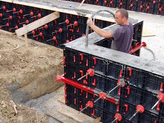 Бетонирование бассейна, железобетонная чаша бассейна, бассейн из бетона. Пластиковая опалубка.
