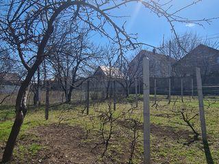 Lot de vinzare, inceput de Bubuieci, strada Mircea cel Batrin. Gaz, apa, lumina, canalizatie la lot.