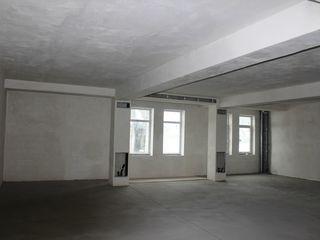 4 этажный новый дом в аренду под коммерцию, самый центр-200 м. кв.