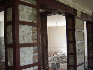 Усиление несущих стен,Дверных, оконных проемов,Перекрытий,Колонн,Стяжка стен