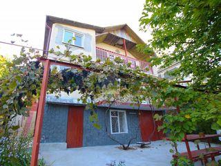 Spre vânzare casă cu două nivele, 133mp, 7 ari de pământ, str.Costiujeni !