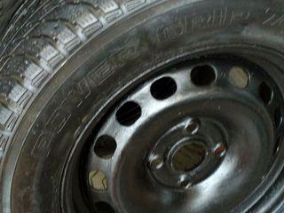 продам комплект зимних шин с дисками металлическими 4*