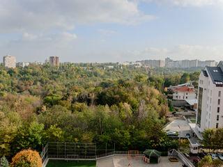 Se vinde apartament cu 2 dormitoare + living, in bloc nou. Linga Parc.