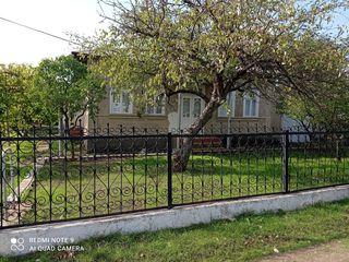 Se vinde gospodărie cu 2 case