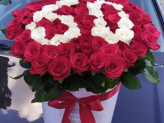 Buchete si cutii din flori la comandă la cel mai accesibil preț!