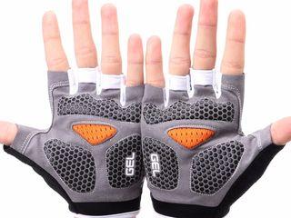 Спортивные перчатки без пальцев!