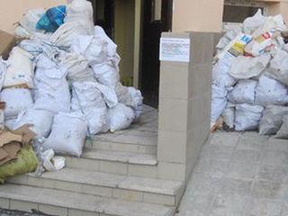 Вывоз мусора . Evacuarea gunoiului