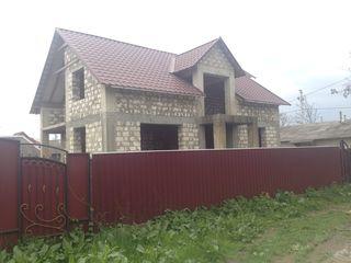 Casa cu mansarda in Cahul 181m2 +8ari pamint la Lipovanca