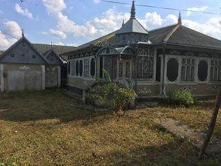 Vând două case de locuit amplasate pe un teren comun s. Bravicea R-n Calaraș