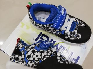 Спортивная обувь деткам