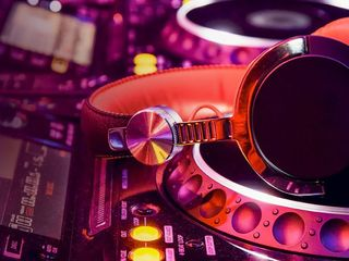 Cel mai tare DJ la sărbătoarea ta!!