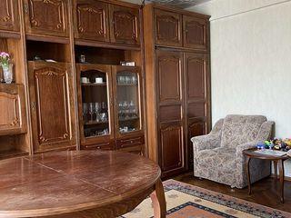 Mobila din lemn - Стенка + стол +