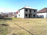 Lot de teren (13 ari ) cu casa nefinisata.