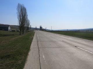 Консолидированная сельхоз. земля общей площадью 12 га рядом с трассой Кишинев-Бельцы (бетонка).