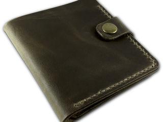 Простой, компактный кошелек из натуральной кожи