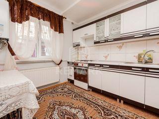 Se dă în chirie casă cu 2 etaje,  sect. Centru 290 €
