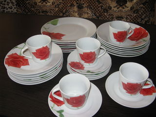 Продам красивые столовые наборы тарелок и наборы стаканов и разное.
