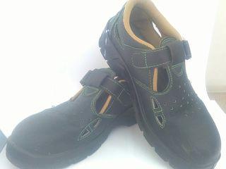 Продам новые ботинки.