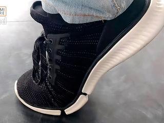 Scoate-ţi adidaşii Xiaomi Smart Shoes la plimbare!