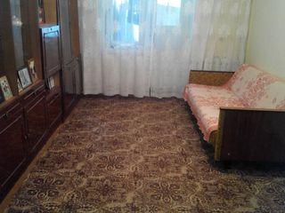 Se vinde apartament cu 2 camere în centrul orășelului Anenii Noi. Peste drum de Magazinul Admiral.