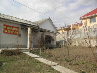 Casa Hincesti centru orasului vizavi de Gradinita Nr 4 mai jos de Consiliu 50m.