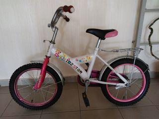 Vand bicicleta pentru fetite.