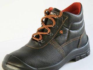 Ботинки строительные, 39 размер, 250 лей