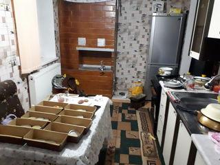 Schimb apartament cu 2 camere pe 3 camer sau casa pe pamint