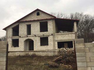 Casa, 200 m2, 21 ari, centru