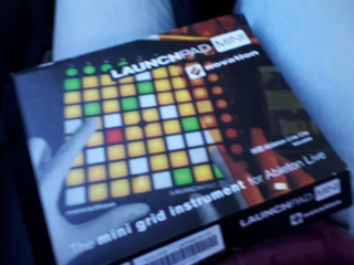 Launchpad Novation mini  Vind Launchpad Novation (mini) cu garantie. In complect mai intra codul de