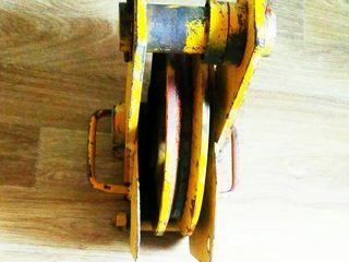Продам монтажныи блок ф 300 мм.С двумя подшибниками.
