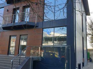 Сдаю в аренду 164 кв.м. в бизнес-центре в Кагуле, самый центр