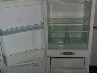 Двухкамерный ( морозилка снизу ).
