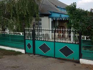 продам дом в нормальном жилом состоянии, тихий район, построен в идеальном месте.