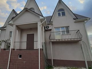 Продается большой 3-х этажный дом 340 кв.м. на 16 сотках земли. В доме ремонт, автономное отопление,